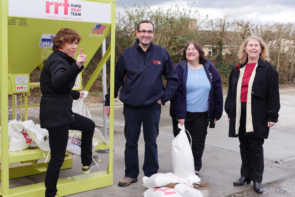 Taunton Deane MP Rebecca Pow And Others With The SRA-funded Rapid Relief Team Sandbag Machine, Which Can Fill Up To 500 Sandbags An Hour.
