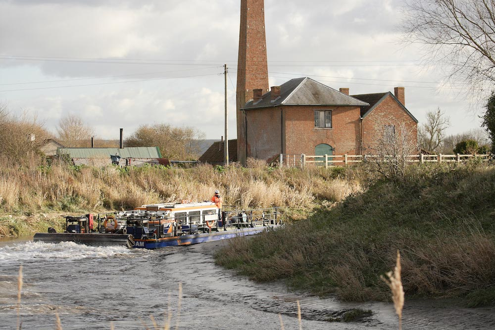 Van Oord Water Injection Dredging Vessel Borr On The River Parrett Near Westonzoyland Pumping Station Working For Somerset Rivers Authority