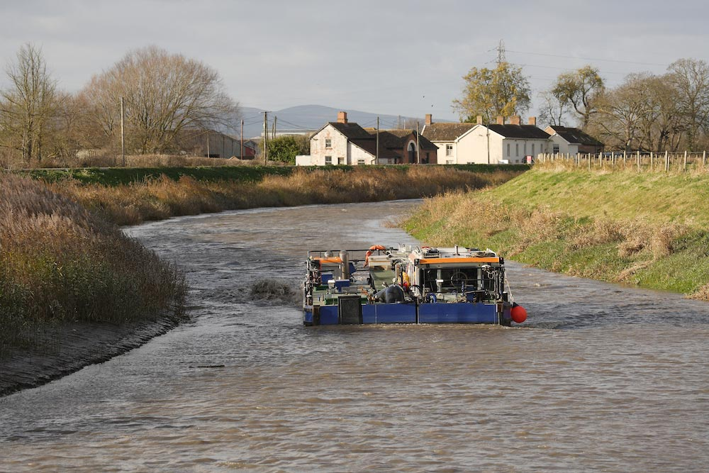 Van Oord Water Injection Dredging Vessel Borr Advances Along River Parrett, For Work Funded By Somerset Rivers Authority.